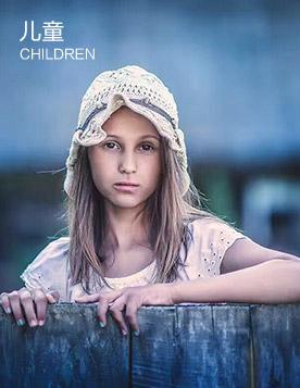 <h4>儿童摄影师提升班</h4><small>CHILD PHOTOGRAPHER UPGRADE CLASS</small>